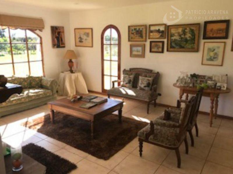 Hermosa y cómoda casa en espectacular parcela