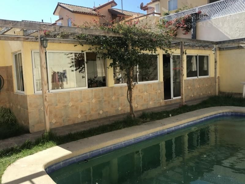 Espaciosa y hermosa casa ubicada en sector La Herradura Oriente